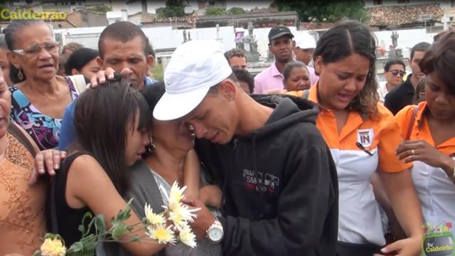 Grande comoção no sepultamento da jovem brutalmente assassinada pelo ex-namorado