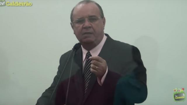 Vereador José Carneiro é vaiado por trabalhadores rodoviários ao defender o prefeito José Ronaldo