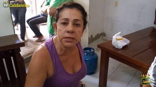 Moradores do Feira IX são expulsos de casas após pastor comprar residências por baixo preço em leilão
