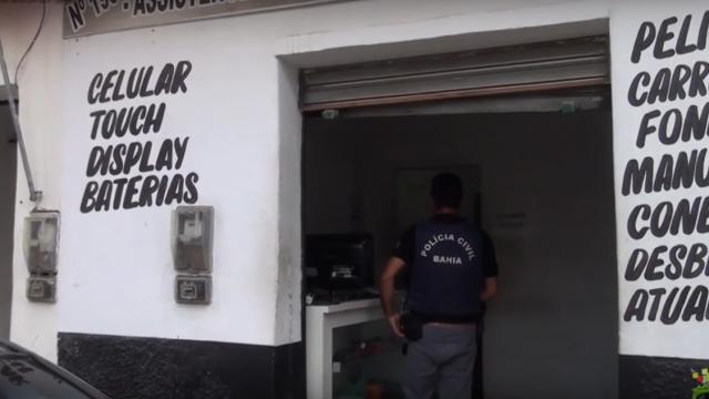 Operação da Polícia Civil apreende duzentos celulares e duas armas de fogo em Feira de Santana