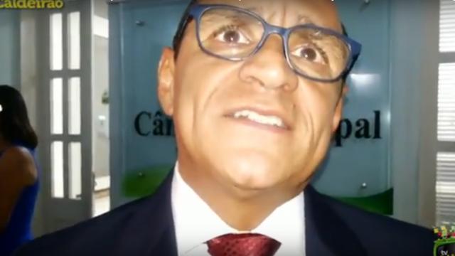 Vereador do PV, Roberto Tourinho, fala sobre o seu voto contra chapa do vereador Rony e explica o porquê não confiar no mesmo, mesma justificativa usada por outros vereradores para desatircular a sua eleição para presidente da Casa Legislativa