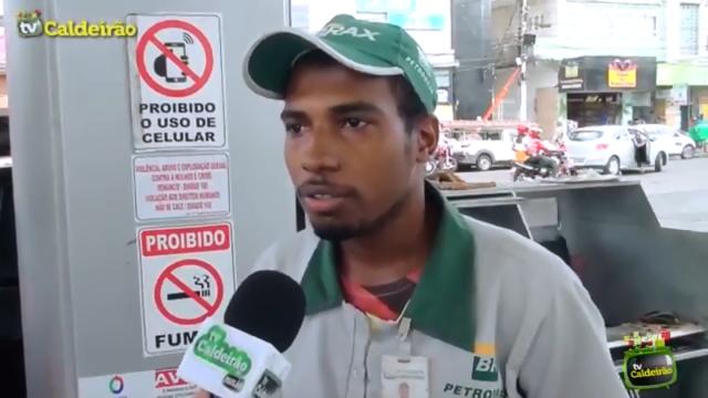 Funcionário de posto de gasolina fala sobre a escassez de combustível em Feira de Santana